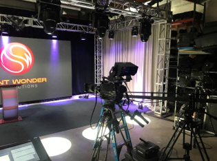 Z-HD5500 Cameras Elevate Quality of Remote Virtual Events for Don't Wonder Productions